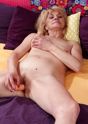 Sexy solo granny fucks her pussy with a dildo