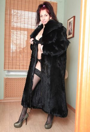 Mature babe in a fur coat shows off her hairy pussy