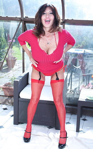 Yammy british milf loves red color and nudity