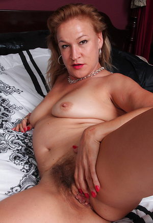 Hairy american housewife stretching like cougar in her bed