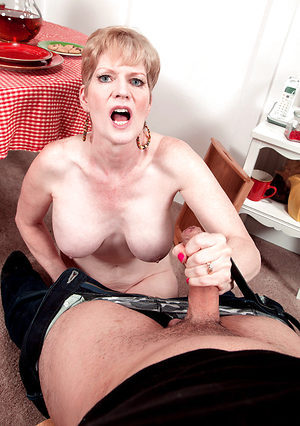 Mature lady Sucks Dick